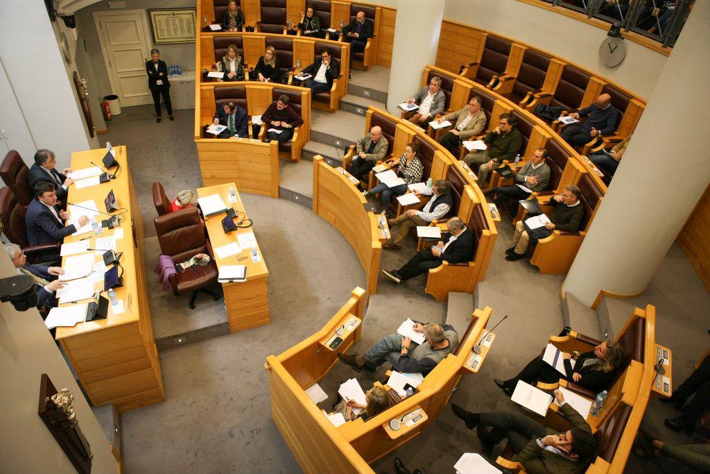 A Deputación da Coruña esixe á Xunta o cese do desmantelamento da sanidade pública e ao Goberno central á devolución da débeda polo IVE