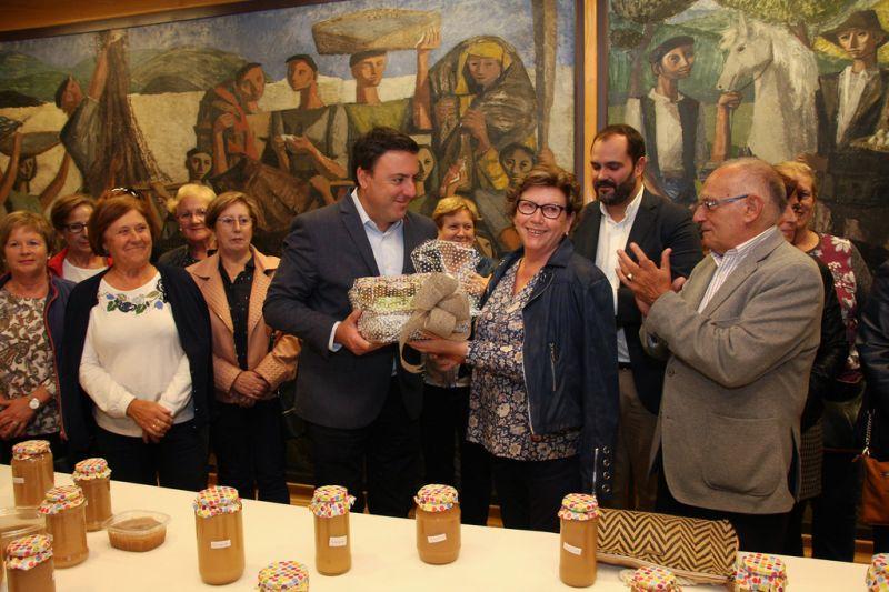 A Deputación entrega a produción froiteira dos xardíns do Pazo de Mariñán á Cociña Económica da Coruña