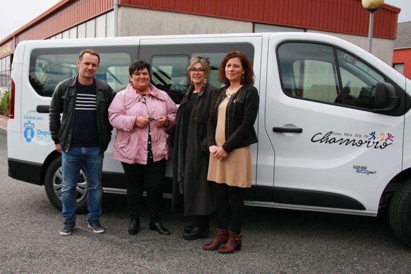 A Deputación entrega un novo vehículo adaptado á Asociación Nuestra Señora de Chamorro de Narón