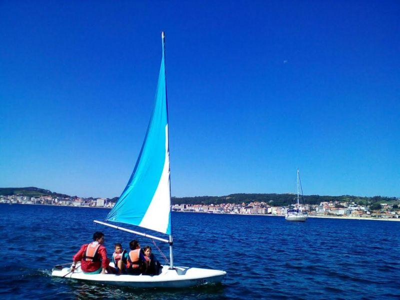 Boiro, Outes, Fisterra, Malpica, A Coruña e Ortigueira acollerán este verán os cursos da campaña de vela da Deputación