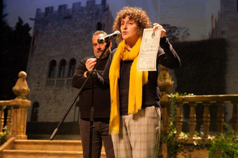 Centos de persoas rompen o documento de doazón para reivindicar que o Pazo de Meirás é público