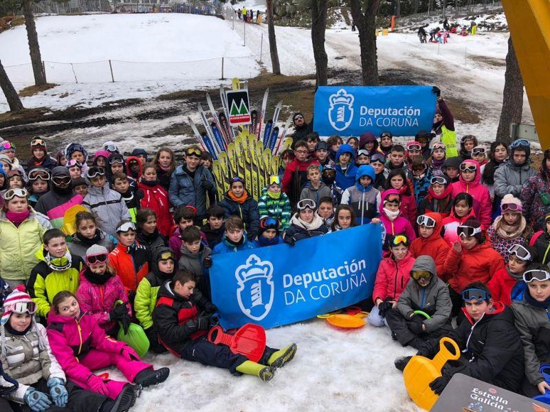 Cen escolares das comarcas Ferrolterra e Ortegal participaron na Campaña de Esquí  da Deputación