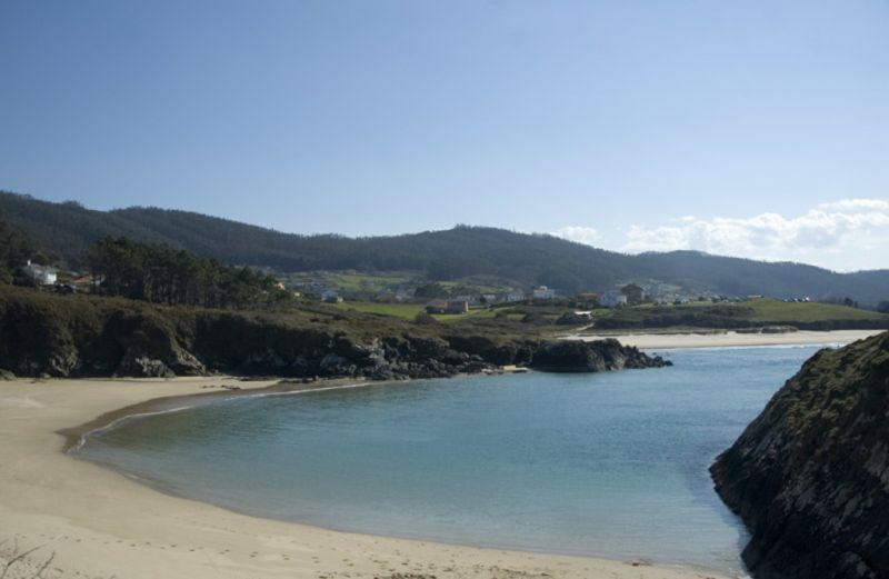 A Deputación destina 900.000 euros aos servizos de limpeza de praias de 41 concellos da provincia