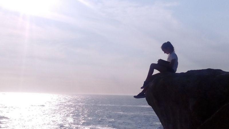 A Deputación da Coruña busca os mellores lugares da provincia para ler este verán