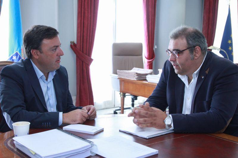 O presidente da Deputación e o alcalde de Sobrado reúnense para tratar investimentos no municipio