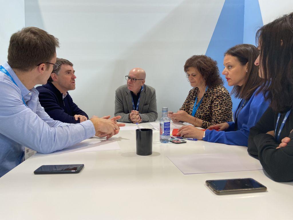A Deputación da Coruña avanza en Fitur no proxecto de declaración da Costa da Morte como reserva de surf