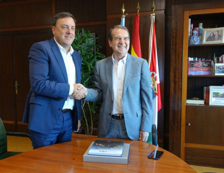 Valentín González Formoso e Abel Caballero reuníronse en Vigo para falar dos retos de futuro do municipalismo